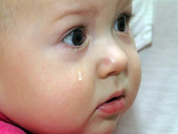 lacrimazione degli occhi di un neonato