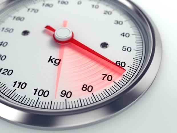 bilancia che segna il peso corporeo
