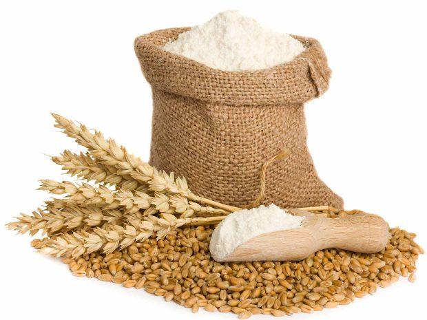 spighe di grano, chicchi di grano e sacco di farina
